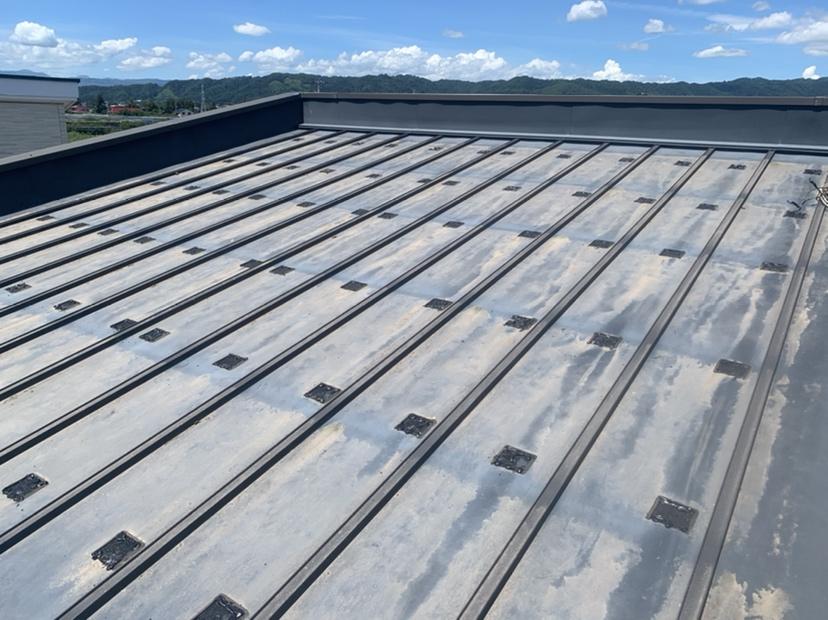 屋根のメンテナンスは必要です(パネル脱着工事)